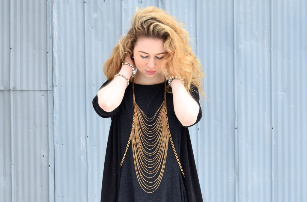 annie robinson, fabincblog, fashion blogger, all black, black outfit, black and gold