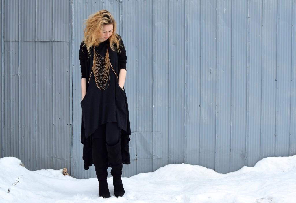 Annie Robinson, FABINCBLOG, Winter Street Style, Gold accessories, black outfit, edgy outfit, body chain, glam edgy