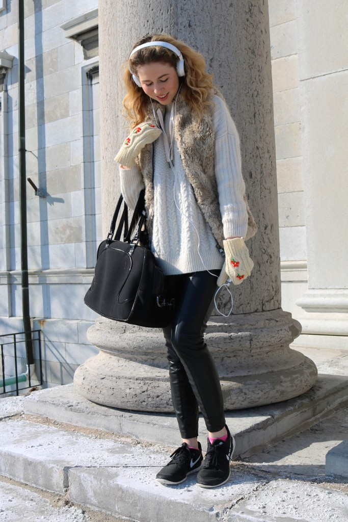 street style, nordic style, faux fur, leather pants, outfit of the day, fabincblog, athleisure, athletic fashion, nike, lululemon, nike frees, sony, topshop, vintage mittens, blond blogger, kingston blogger, queens university, university blogger, campus street style